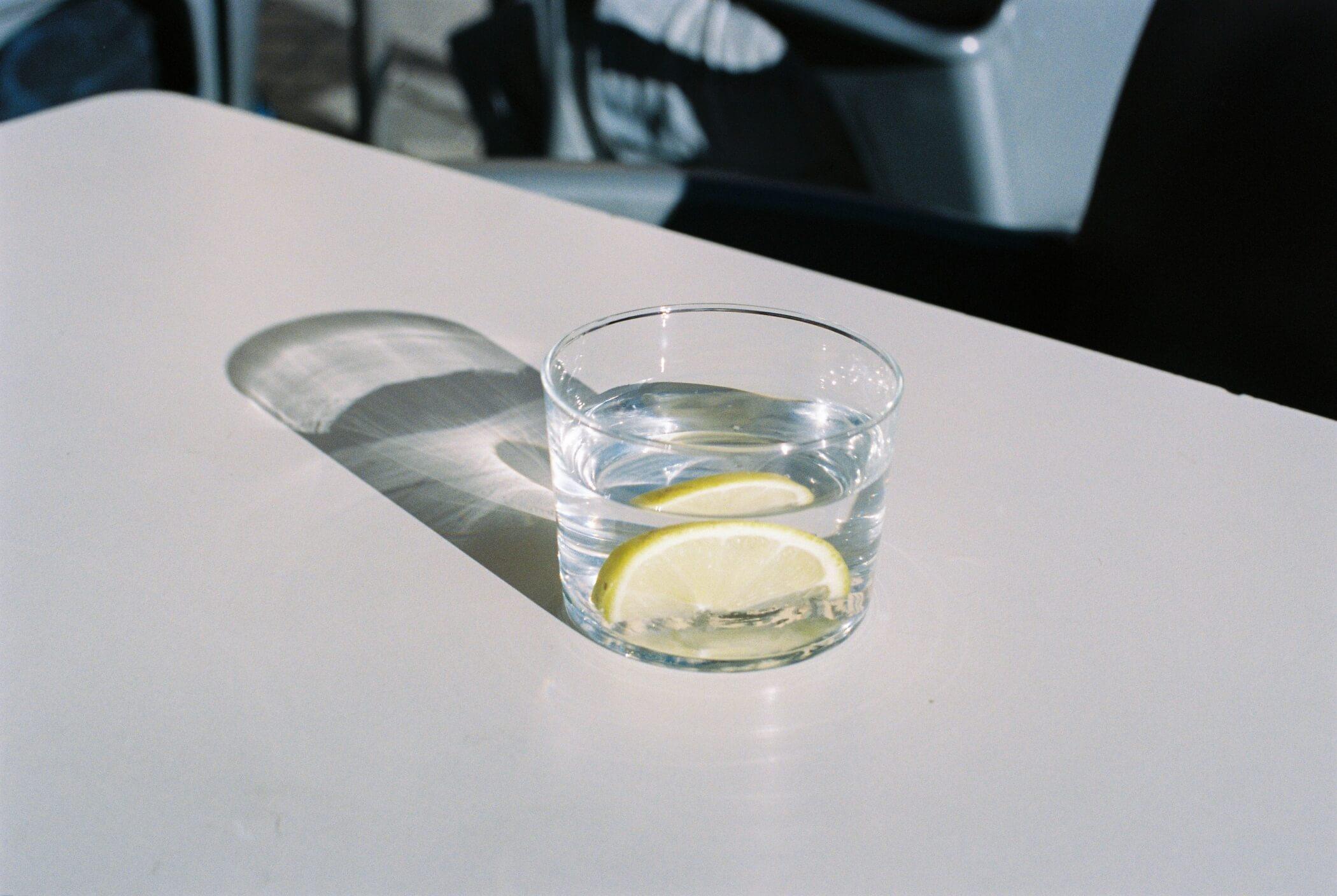 bebida luznatural bodegón